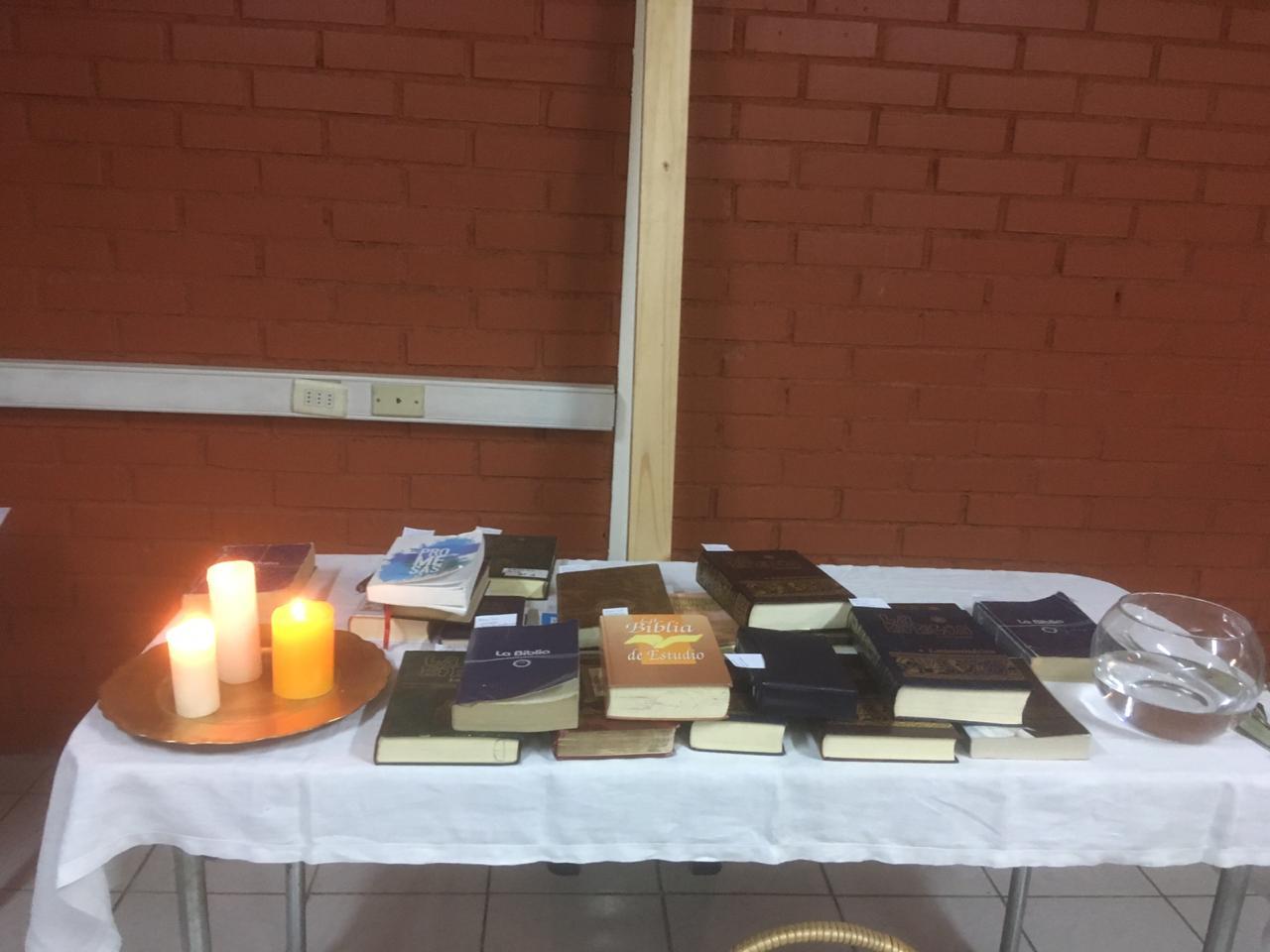 Entrega de biblias y pentecostés4